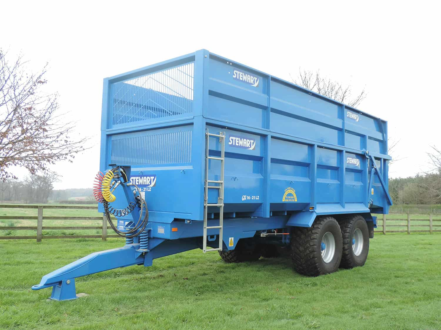 Stewart GX16-21 LZ flat top with silage sides